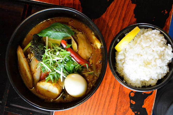 Soup Curry with Special Selection of Vegetables and Tender Chicken -Okushiba Shoten Head Office in Sapporo-
