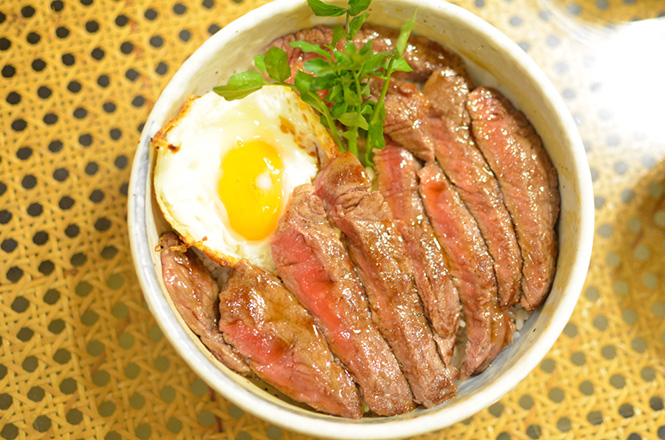 Beef Steak Rice Bowl -Patona in Sapporo-