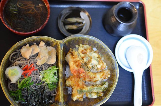 Couple Bowls (Tendon Tempura Rice Bowl and Buckwheat Noodles Served in Cold Broth Made with Stewing Chicken)  -Minatoya in Shintoku-
