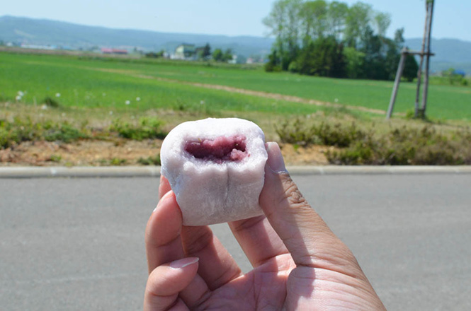 Soft Daifuku with Cheese Flavor and Blue Honeysuckle Flavor, Mochigome-no-sato Nayoro