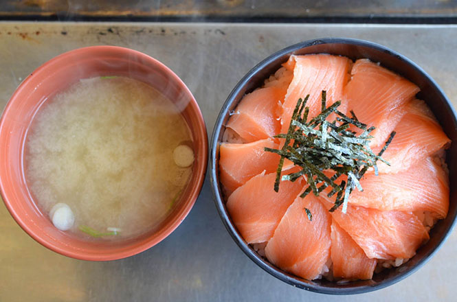 Salmon Rice Bowl and Oyster -Shake Banya in Kushiro-