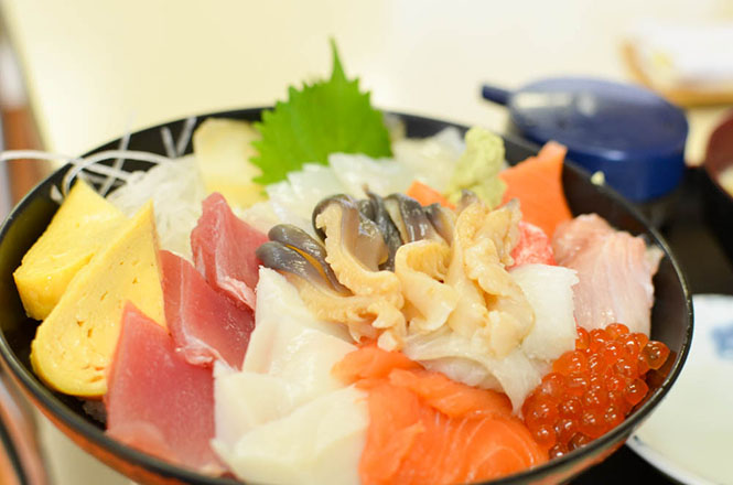 Seafood Rice Bowl with Surf Clam -Miuraya in Tomakomai-