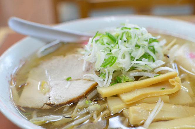Rich Taste Salt Ramen with Fried Bean Sprouts, Tomakomai Ramen, Aji-no-Gojuban