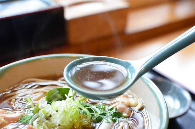 Buckwheat Noodles with Stewing Chicken -Hachiemon in Horokanai-