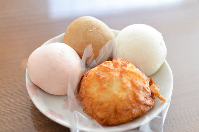 Tengu Manju and Deep Fried Manju with Meat Filling -Tengu Manju Honpo in Iwamizawa-